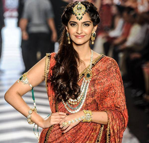 Bwood-actress-Sonam-Kapoor-walks-the-ramp-to-showcase-a-design-during-the-grand-finale-of-India-International-Jewellery-Week-IIJW-held-at-Grand-Hyatt-Mumbai-on-August-08-2013-