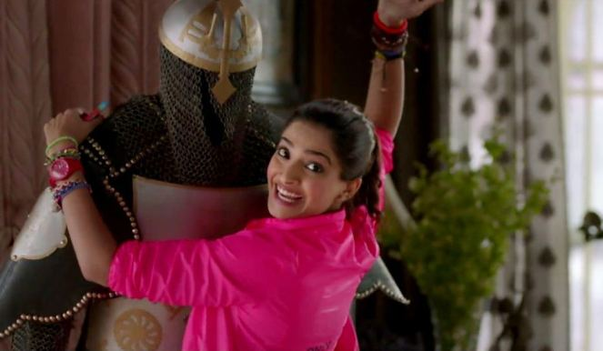 sonam-kapoor-in-khoobsurat-movie-1
