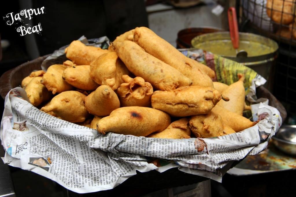 ஜெய்ப்பூர் ராஜகம்பீரமும்  உணவுச்சுவையும் Mirchi-bada