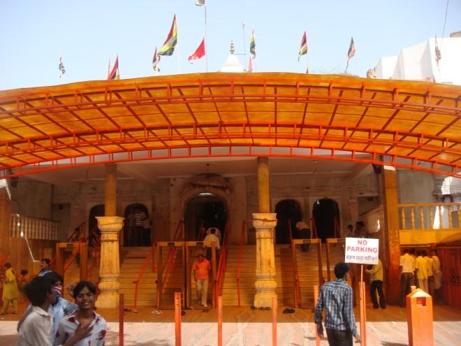 moti-doongri-ganesh-temple-entrance