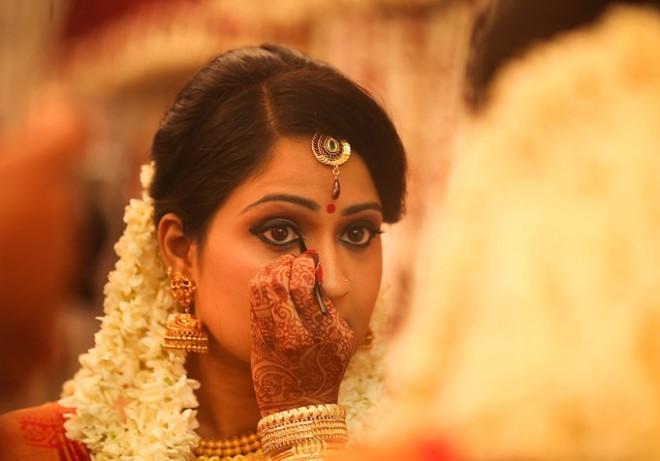 eye-makeup-with-kajal.jpg